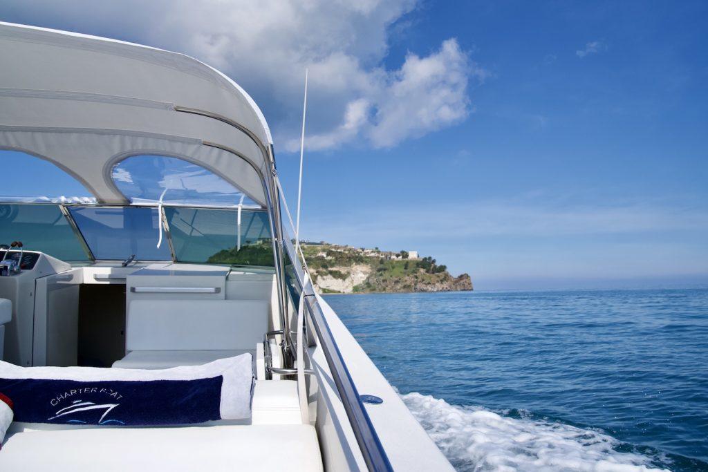 Motoscafo verso isola